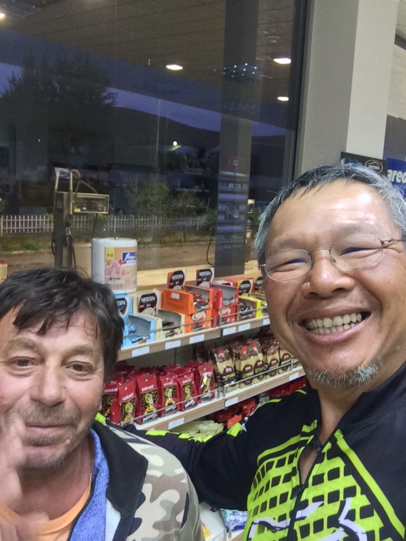 A nite cap with another overnighter at the petrol station. He does road works. Bought me a cup of coffee.